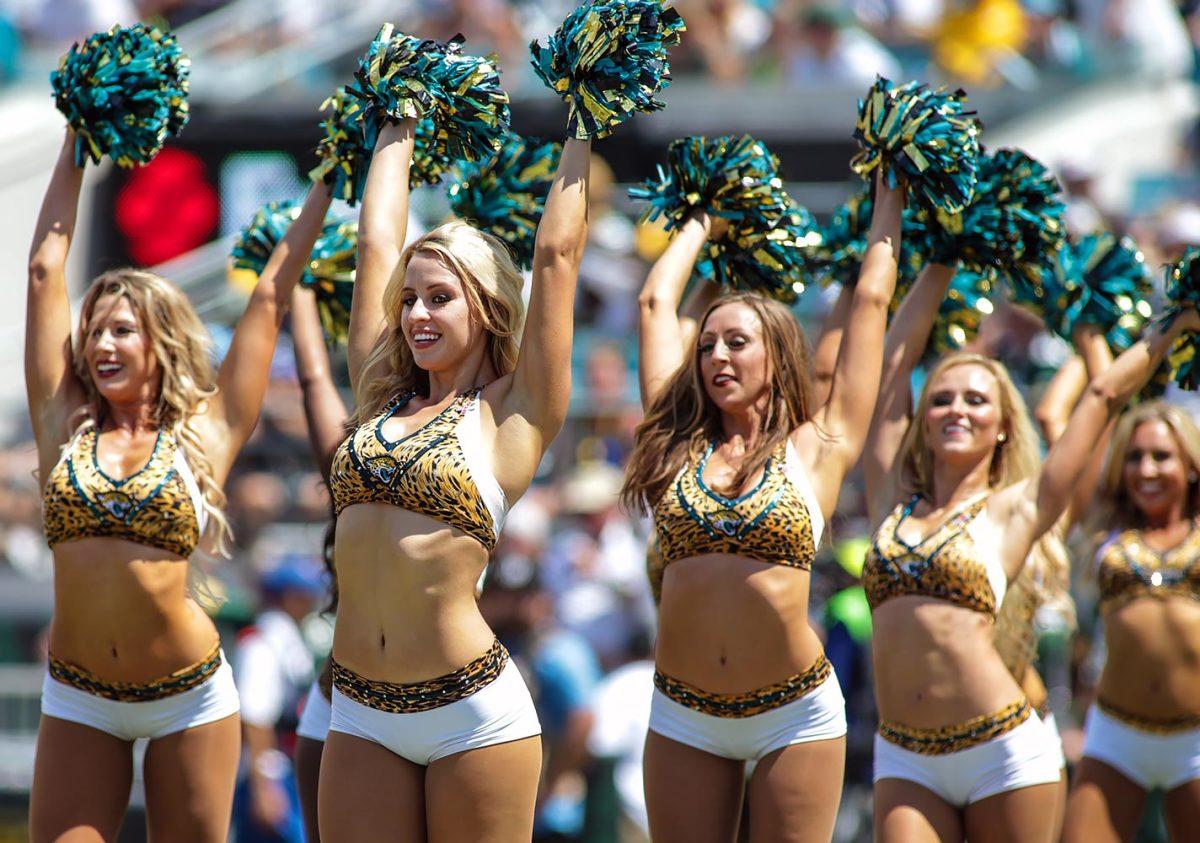 Jacksonville-Jaguars-The-ROAR-cheerleaders-DFH1609113192Jaguars_vs_Packers.jpg