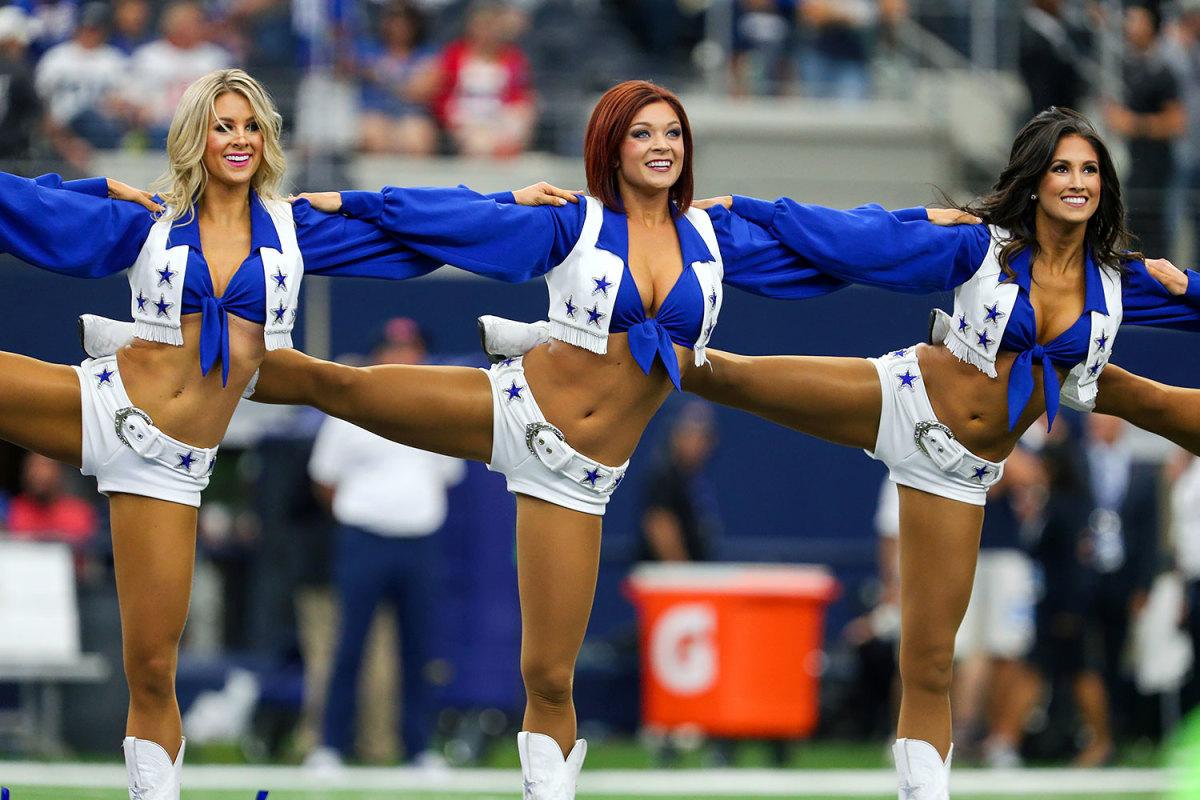Dallas-Cowboys-cheerleaders-CEY160911642_Giants_at_Cowboys.jpg