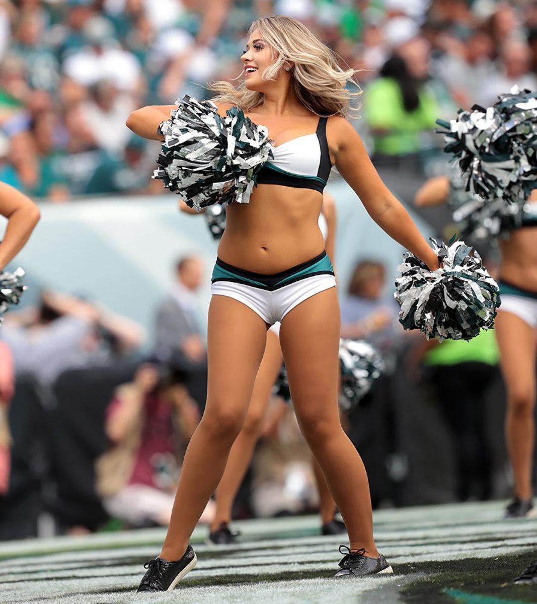 Philadelphia-Eagles-cheerleaders-SI538_TK1_01346.jpg