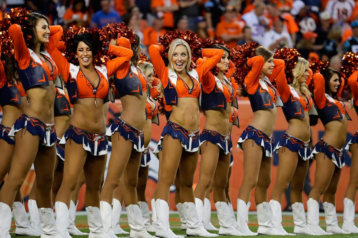 Denver-Broncos-cheerleaders-AP_221903485329.jpg