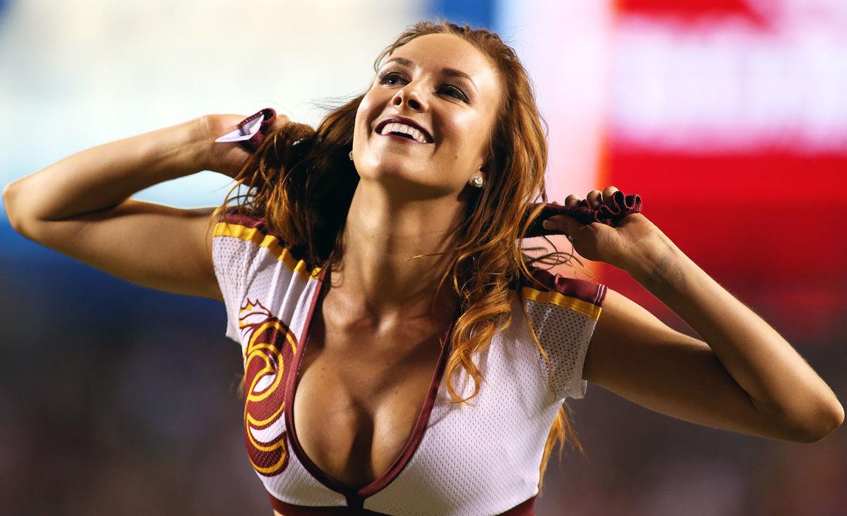 Washington-Redskins-cheerleaders-DAW16091219Steelers_at_Redskins.jpg
