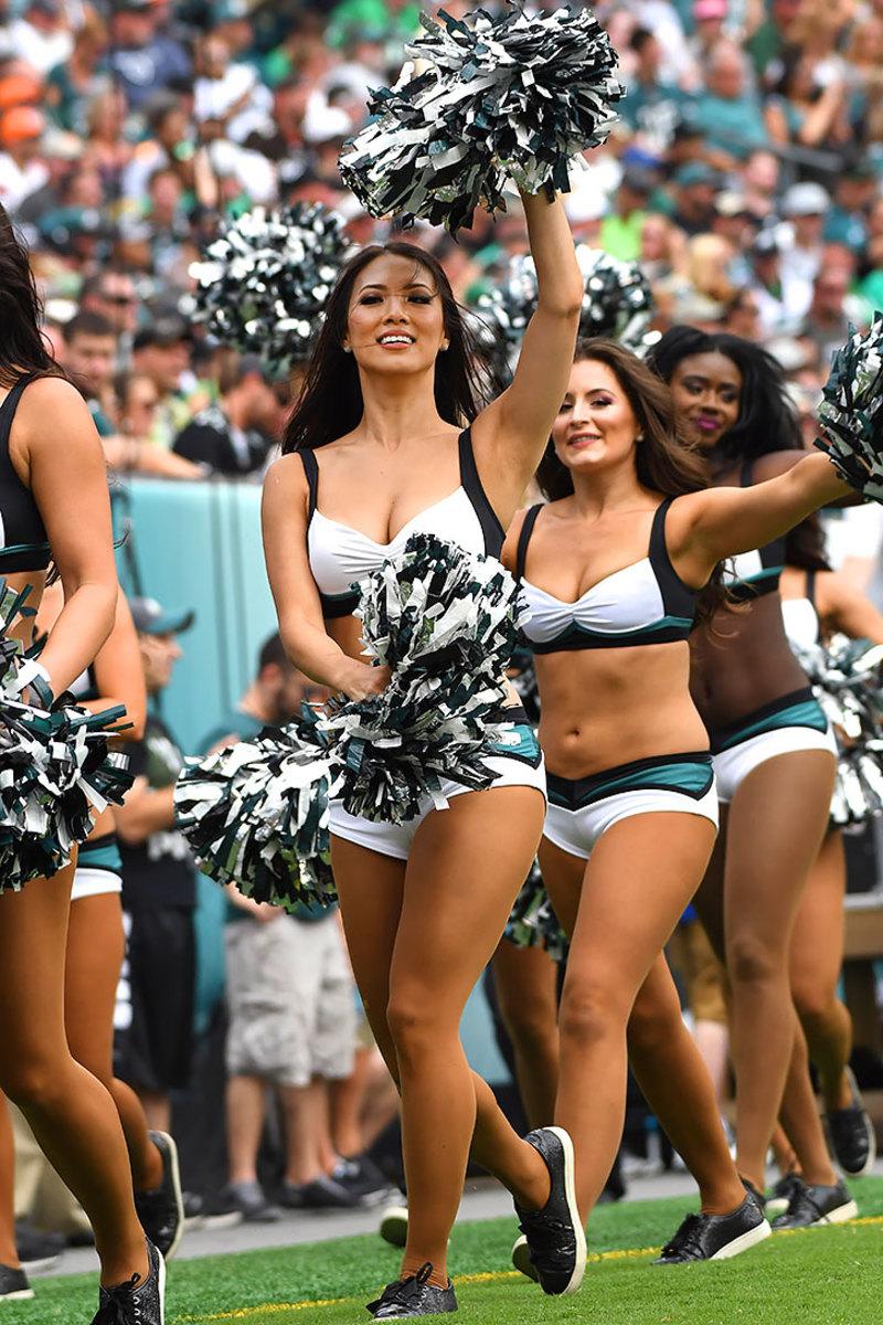 Philadelphia-Eagles-cheerleaders-DHW160911119Browns_at_Eagles.jpg