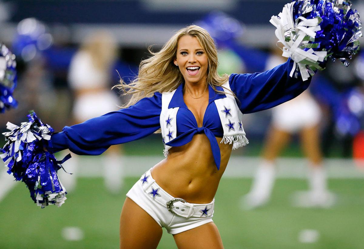 Dallas-Cowboys-cheerleaders-AP_33119064727.jpg