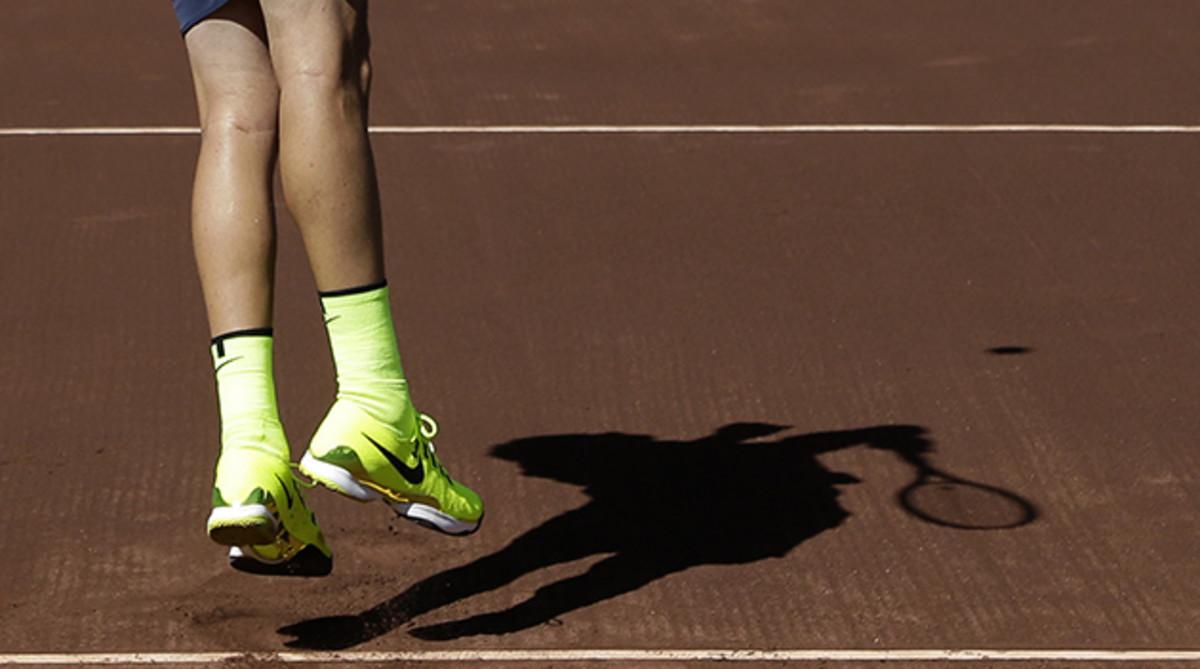 serve-feet-shadows-houston-inline.jpg
