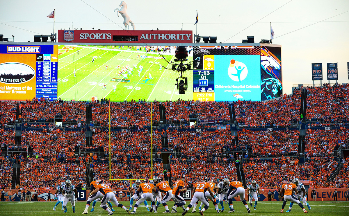 The big stage—a Super Bowl rematch on national television to open the NFL season—didn't intimidate Broncos QB Trevor Siemian in his first career start.