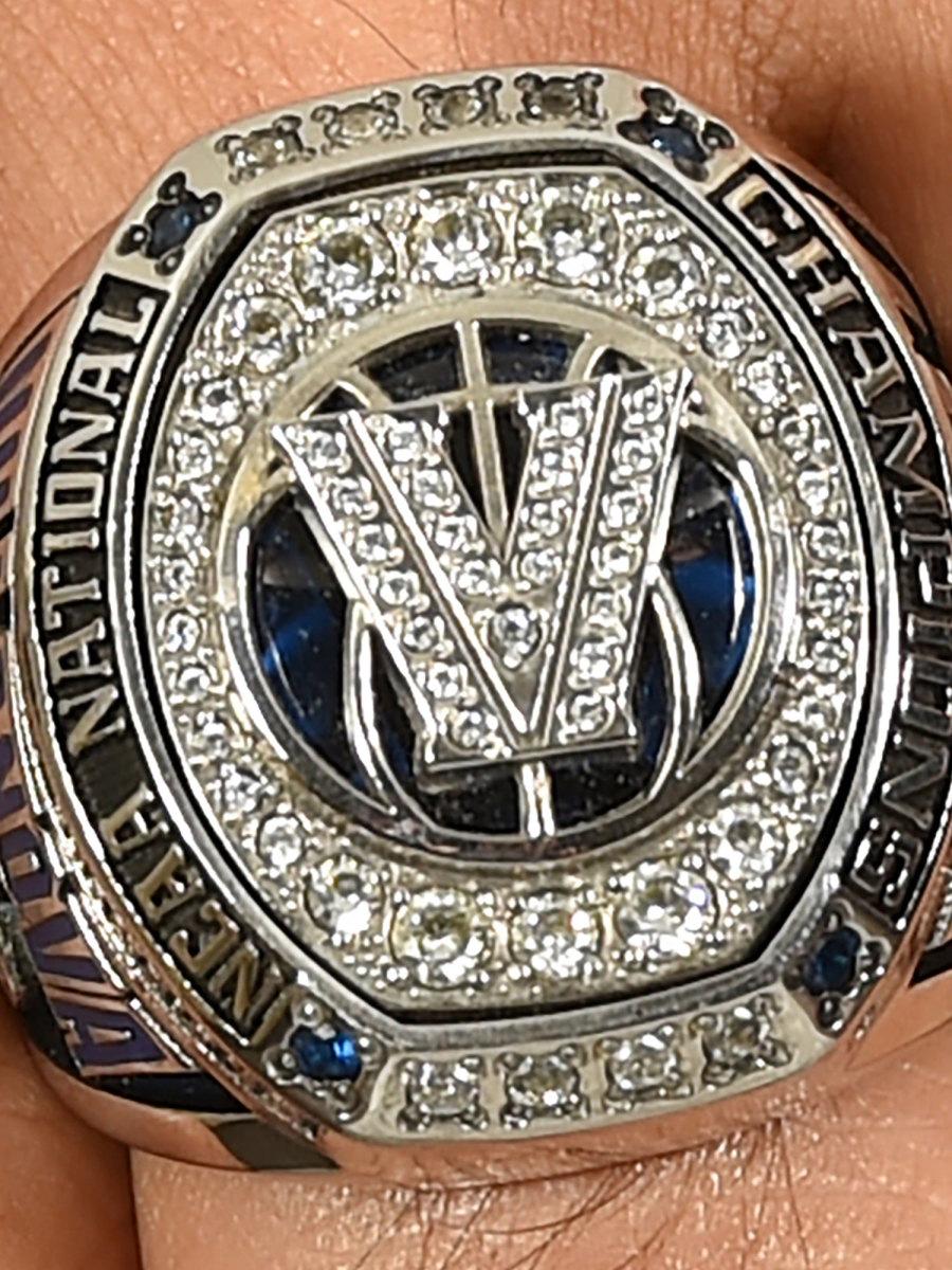 villanova-basketball-championship-ring-2000.jpg