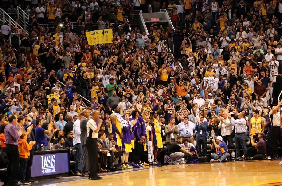 Kobe-Bryant-standing-ovation.jpg