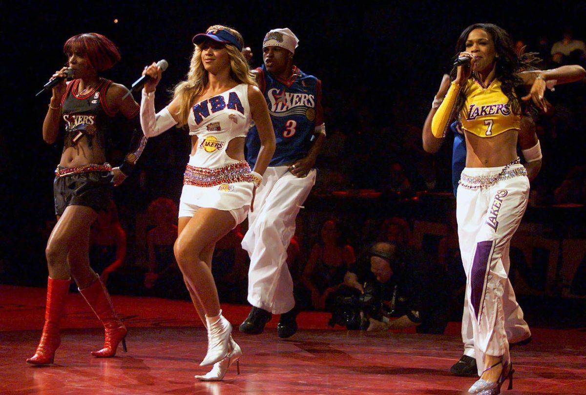 2001-NBA-Finals-Kelly-Rowland-Beyonce-Michelle-Williams-Destiny's-Child.jpg