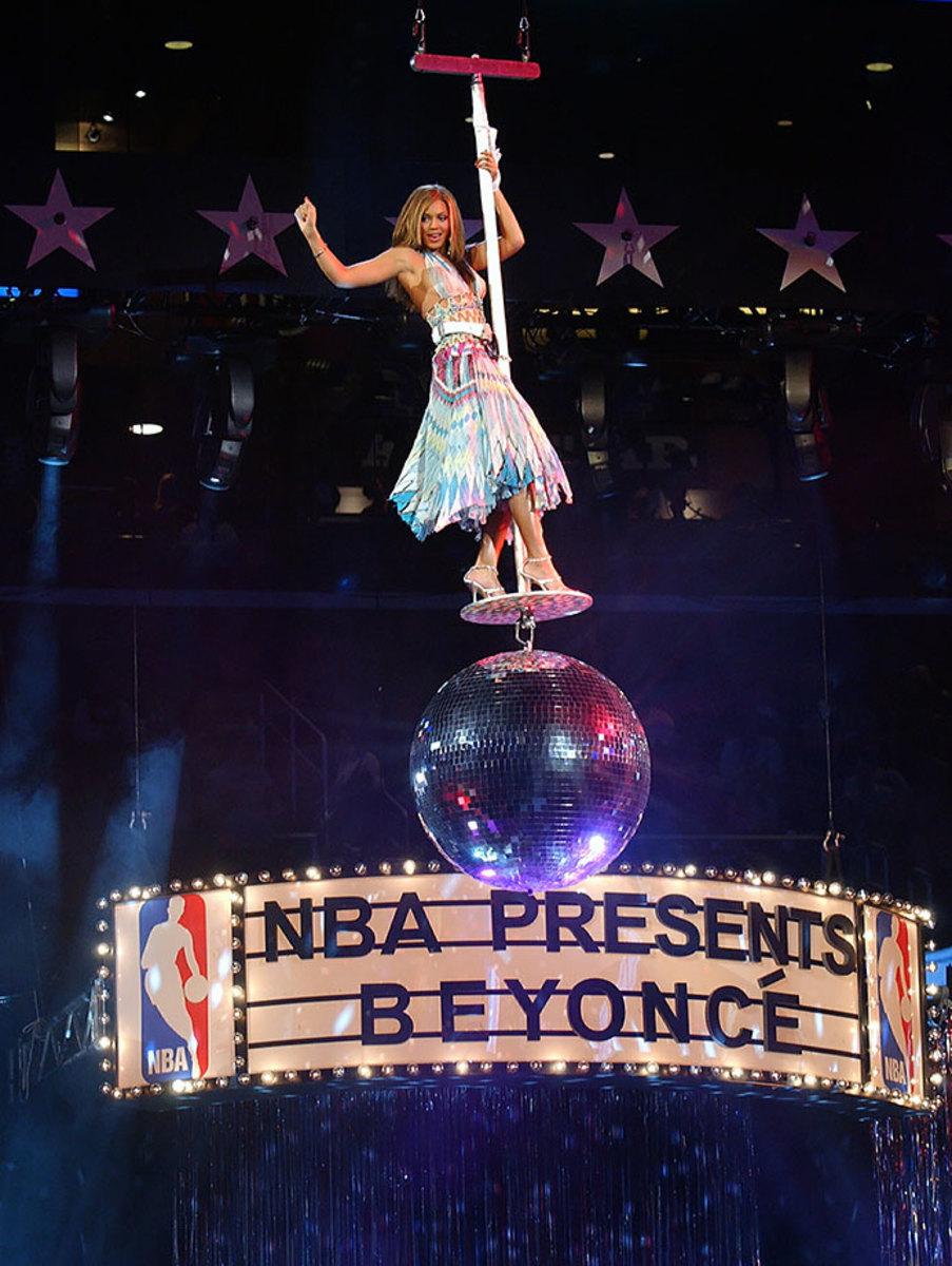 2004-Beyonce-NBA-All-Star-Game.jpg