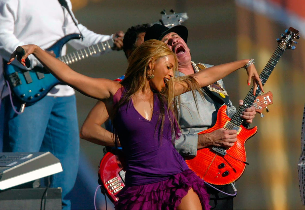 2003-Beyonce-Carlos-Santana-Super-Bowl-XXXVII.jpg