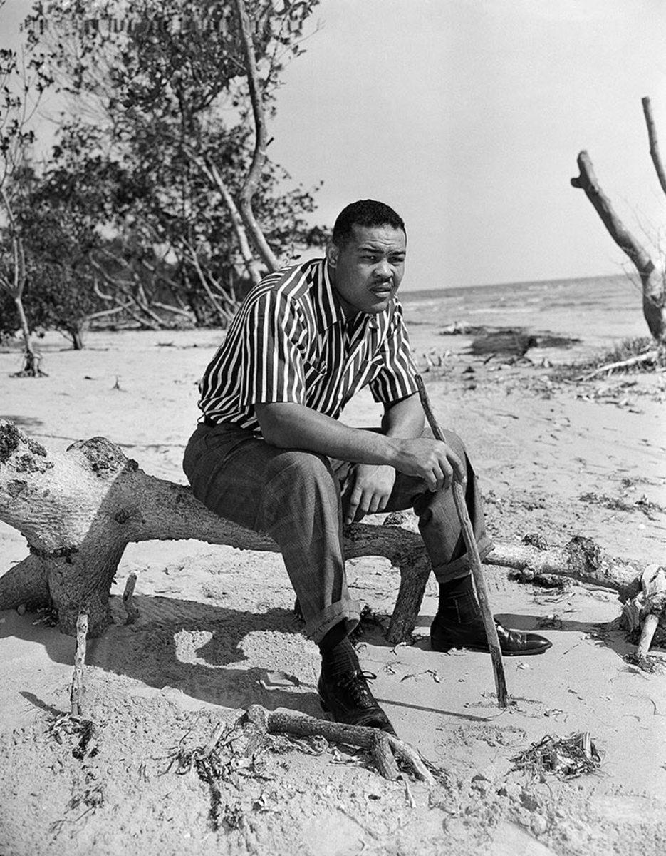 1949-0124-Joe-Louis-beach_0.jpg