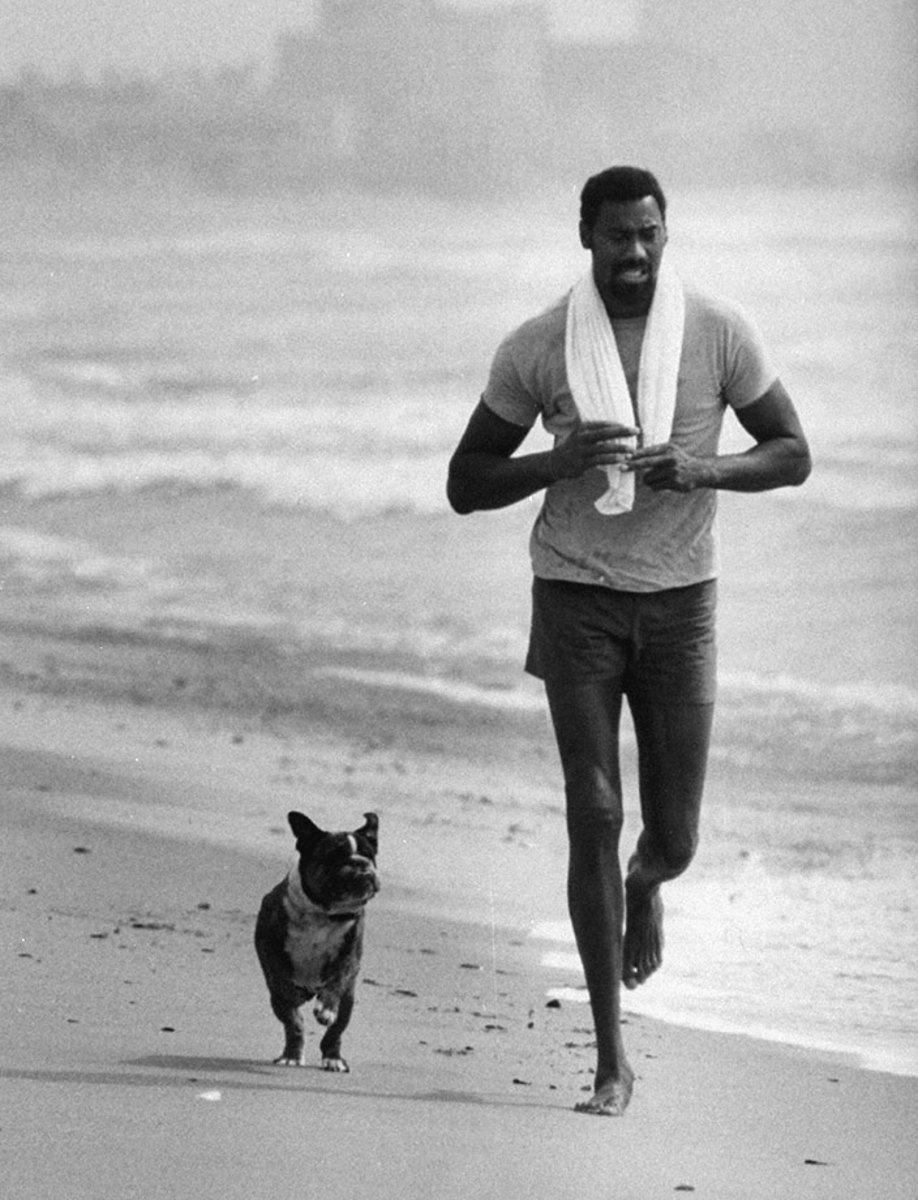 1970s-Wilt-Chamberlain-dog-beach_0.jpg