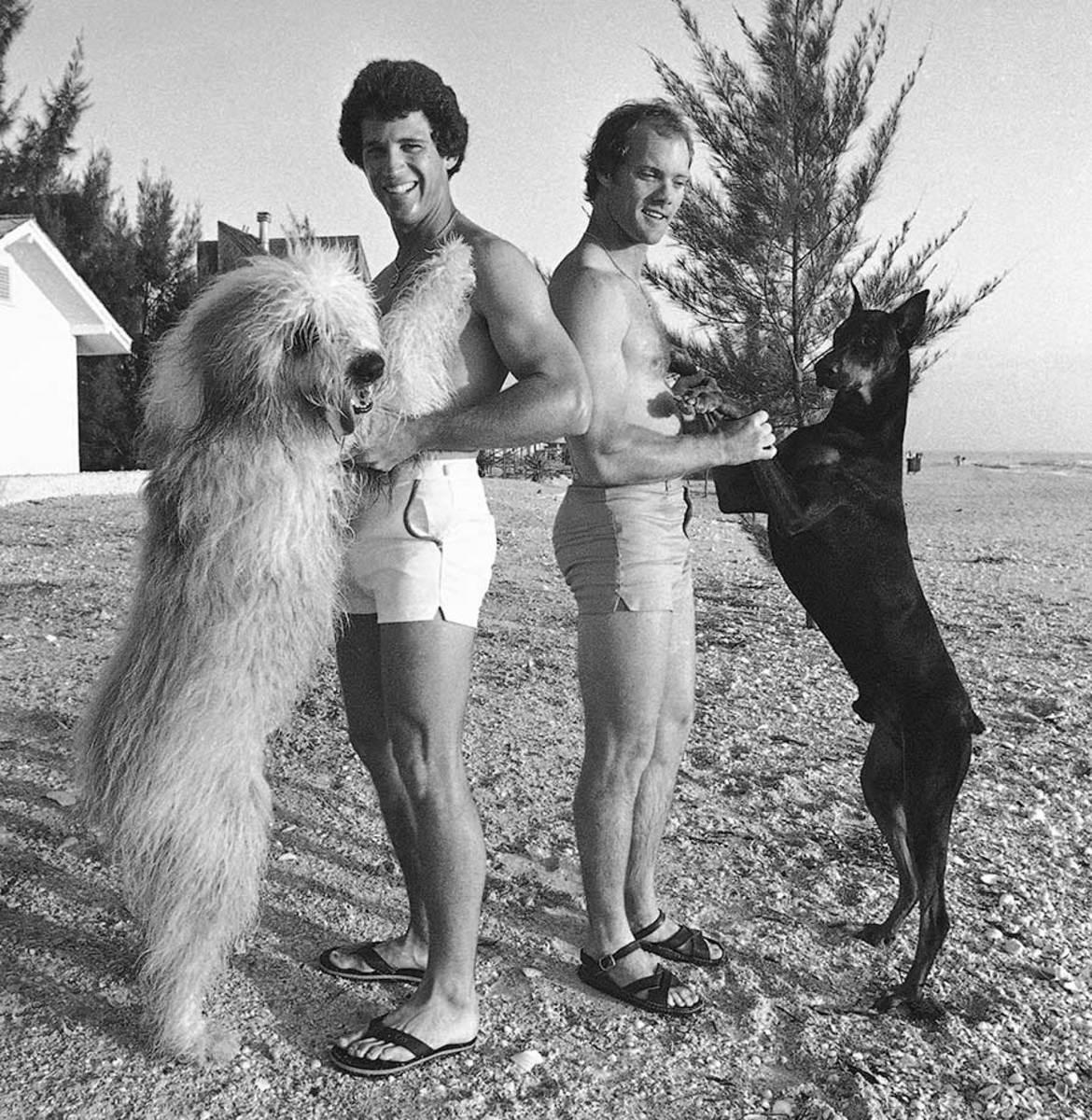 1979-0310-Doug-Flynn-dog-Woody-Joel-Youngblood-dog-Sanger_0.jpg