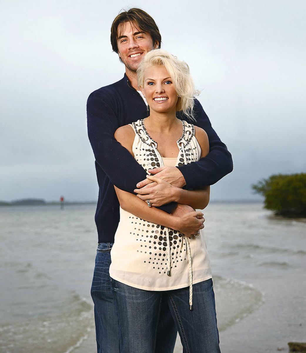 2009-0129-Cole-Hamels-wife-Heidi-Strobel-beach-076669602_0.jpg