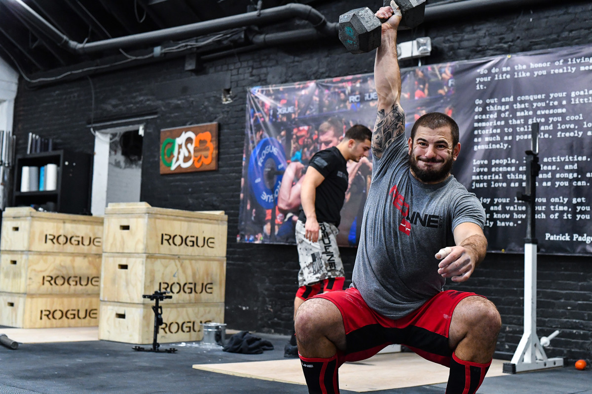 mat-fraser-crossfit-training-with-snatch.jpg