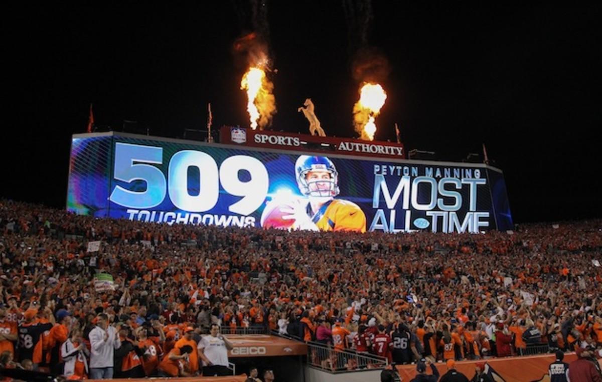 manning-career-touchdown-record.jpg
