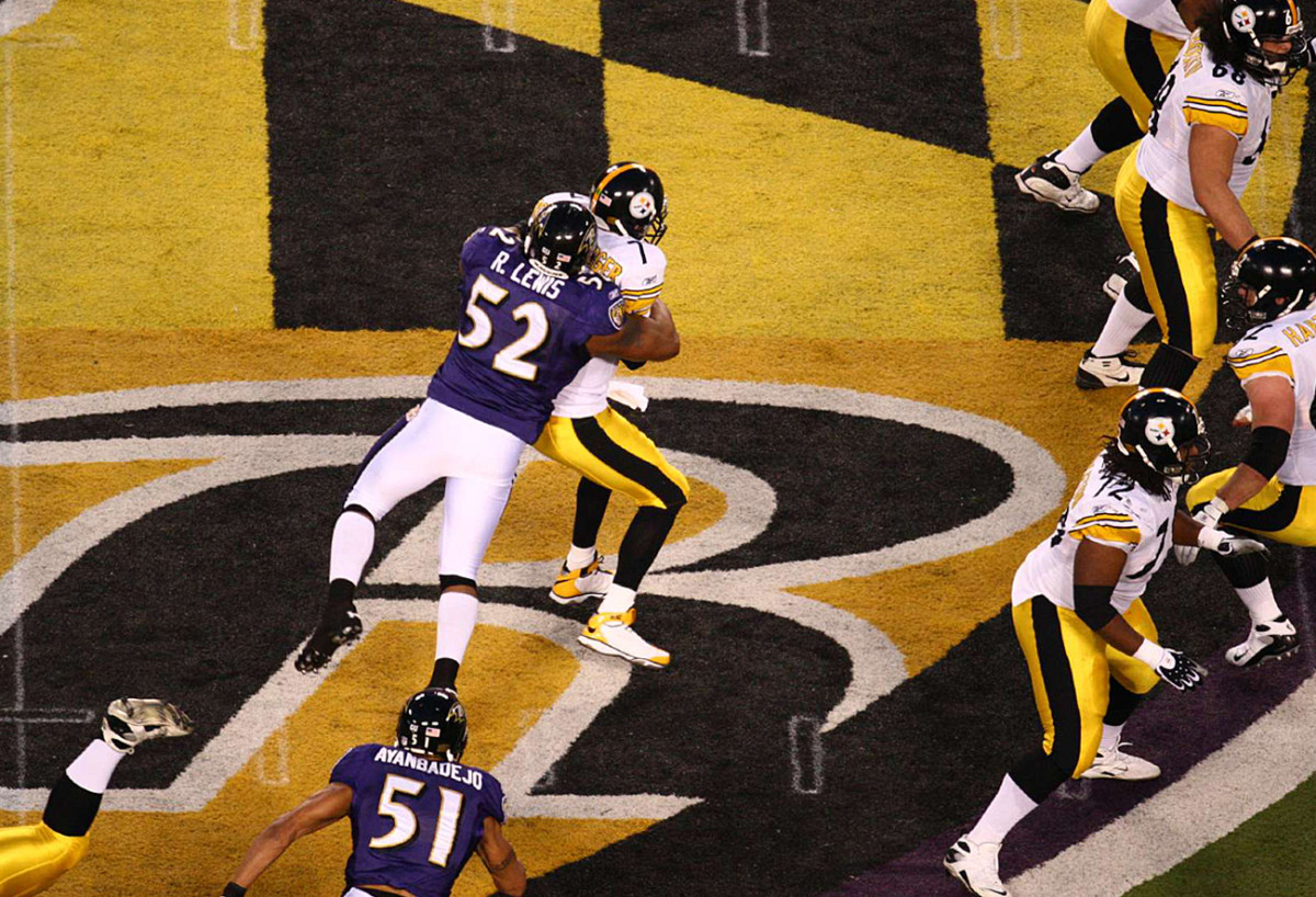 Ray Lewis greets Ben Roethlisberger in the crest, December 2008.