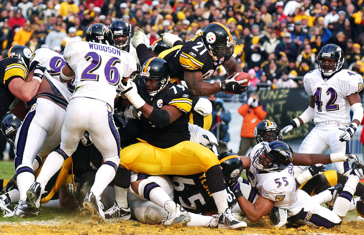Amoz Zeroue zeroes in on the end zone in a divisional round playoff game in January 2002.