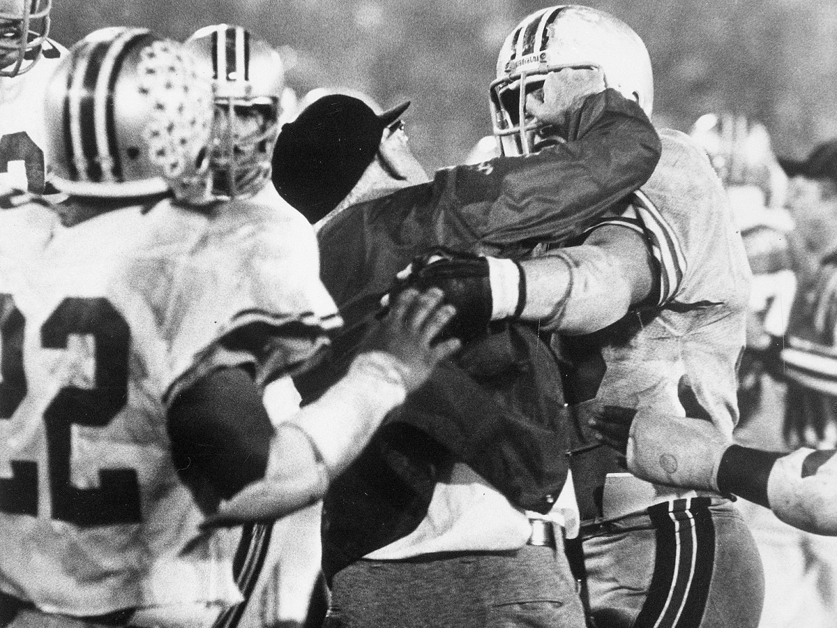woody-hayes-punch-clemson-ohio-state-gator-bowl-1978.jpg
