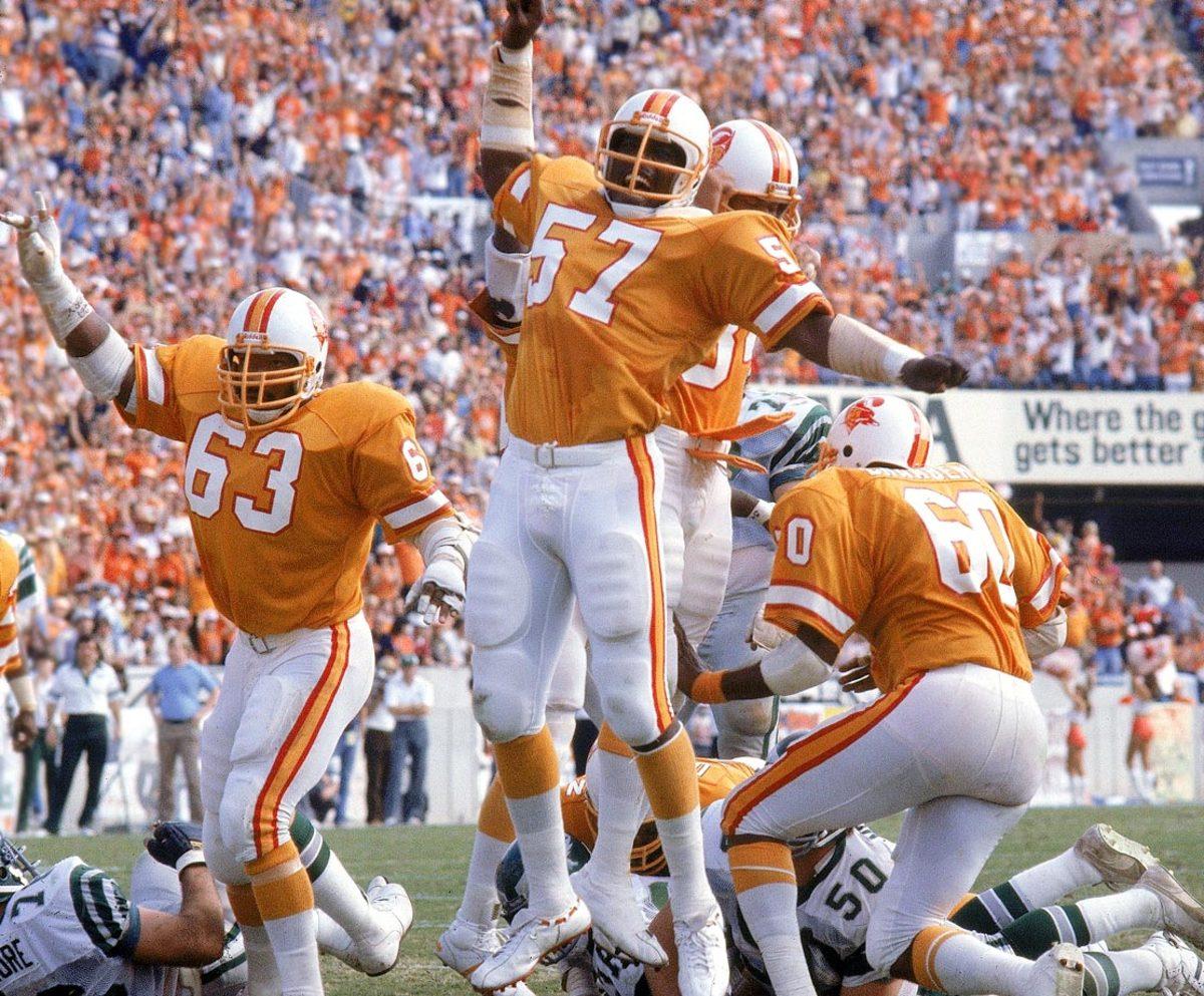 Tampa-Bay-Buccaneers-uniform-1979-Lee-Roy-Selmon-001305209.jpg