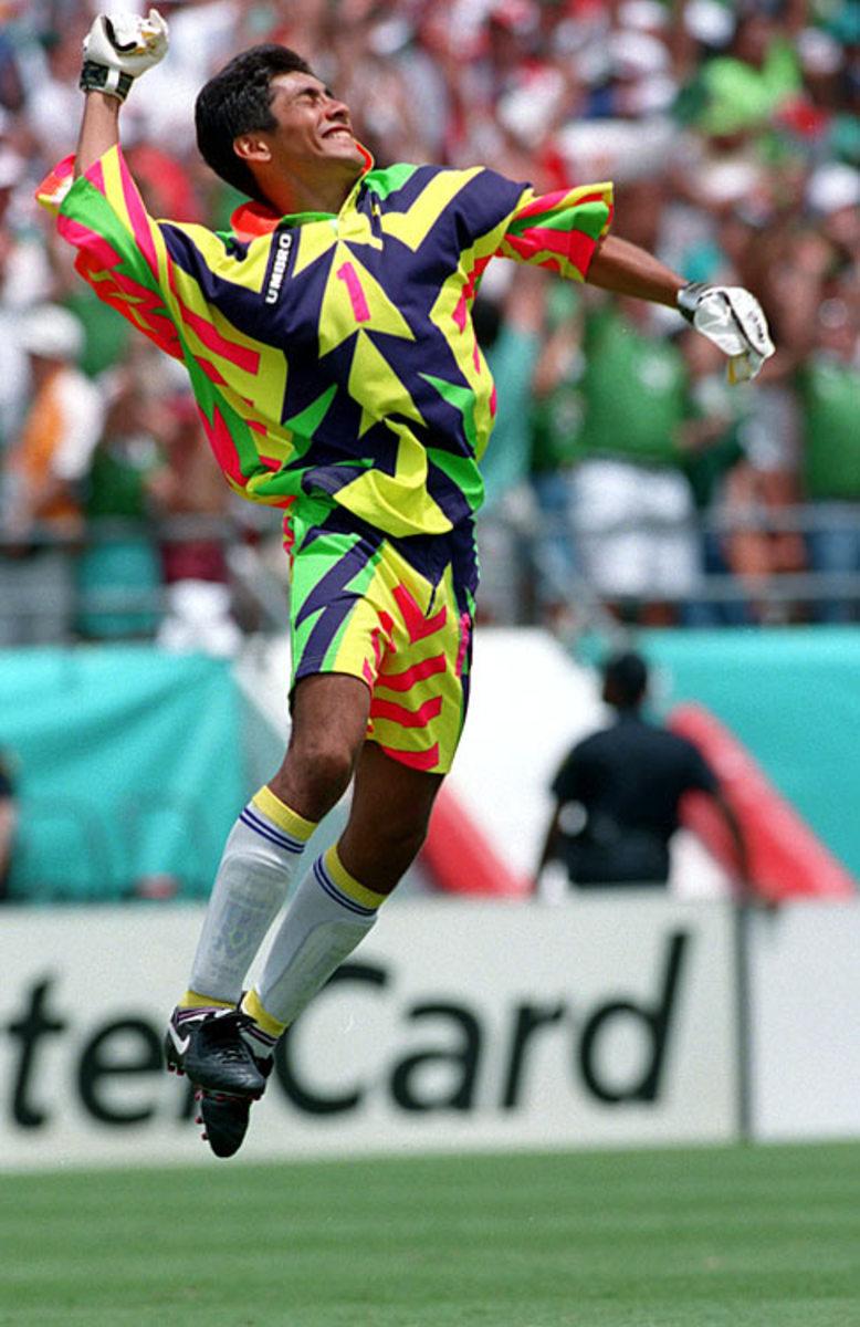 130315140800-jorge-campos-mexican-national-team-uniform-1994-single-image-cut.jpg