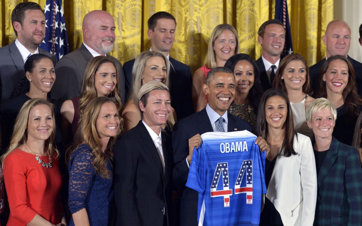 obama-uswnt-gallery.jpg