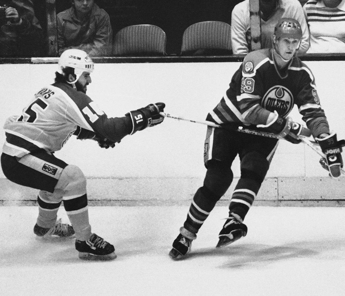 1982-Daryl-Evans-Wayne-Gretzky.jpg