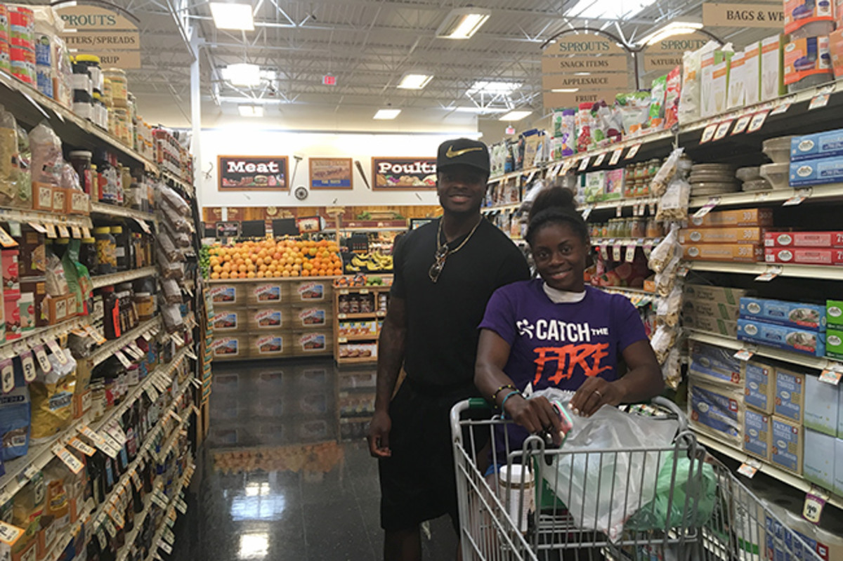 Marquise and Morgan grocery shop and eat together as they work their way toward Rio.