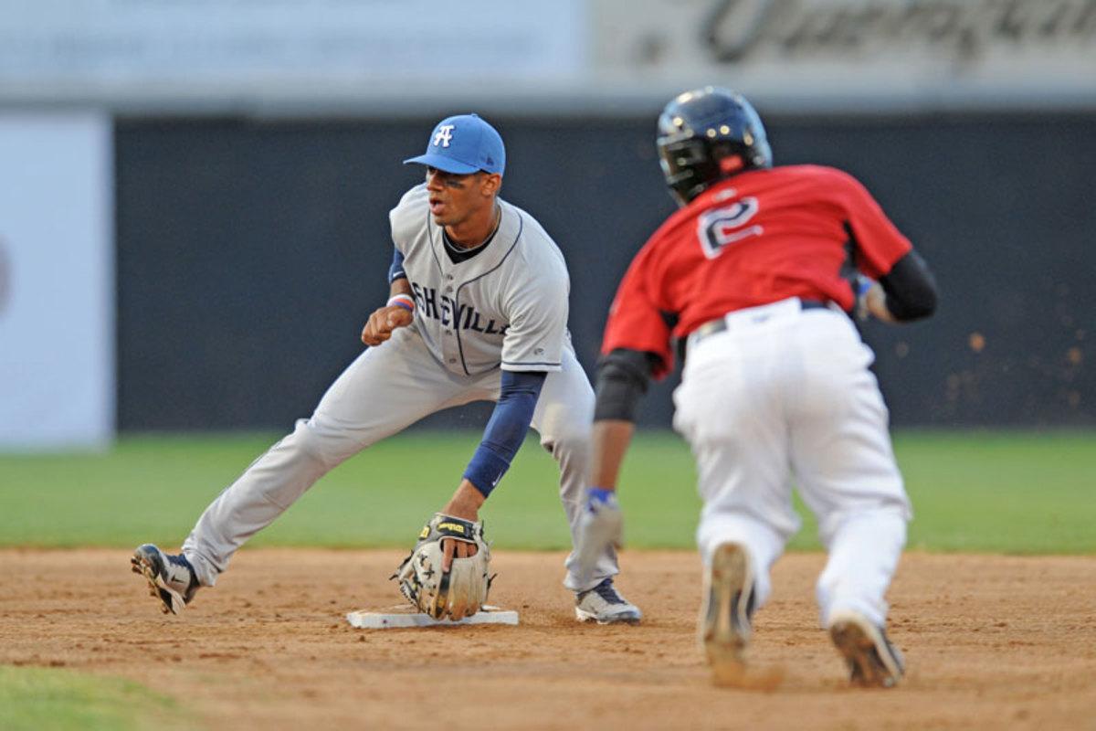 russell-wilson-2011-asheville-baseball-1.jpg