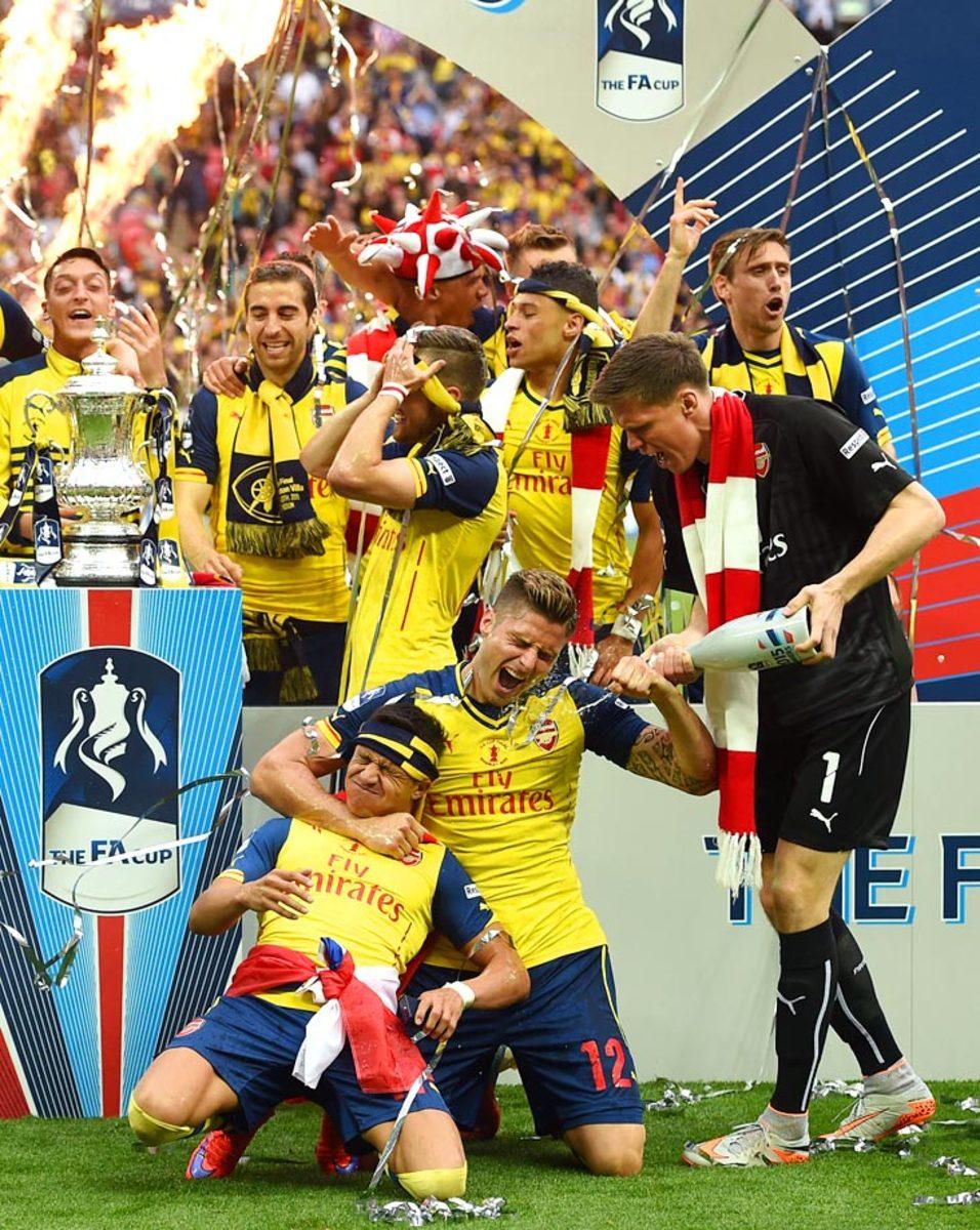 2015-Arsenal-Alexis-Sanchez-Olivier-Giroud-Wojciech-Szczesny.jpg