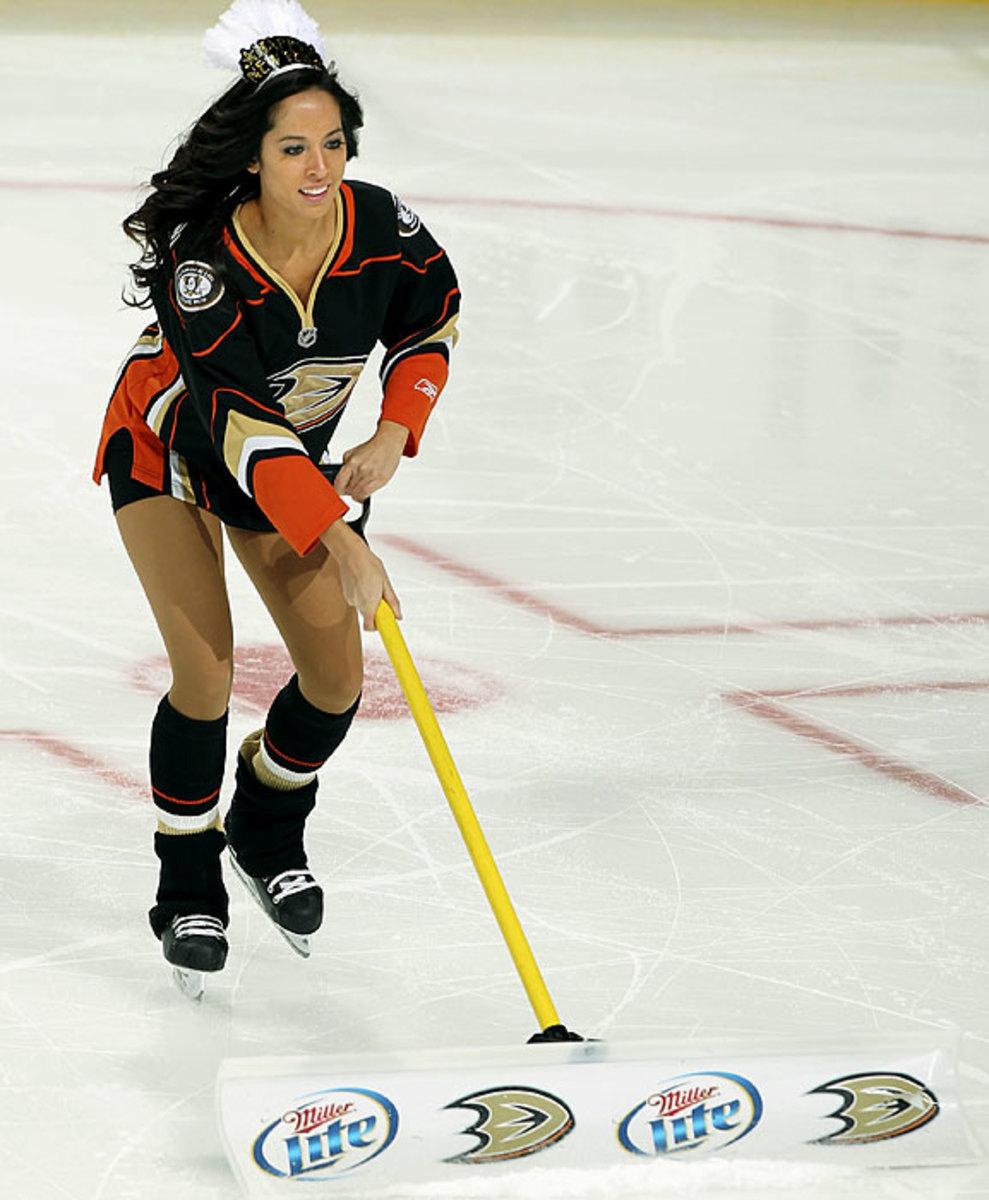 ducks-power-player-ice-girl-107855524_10.jpg