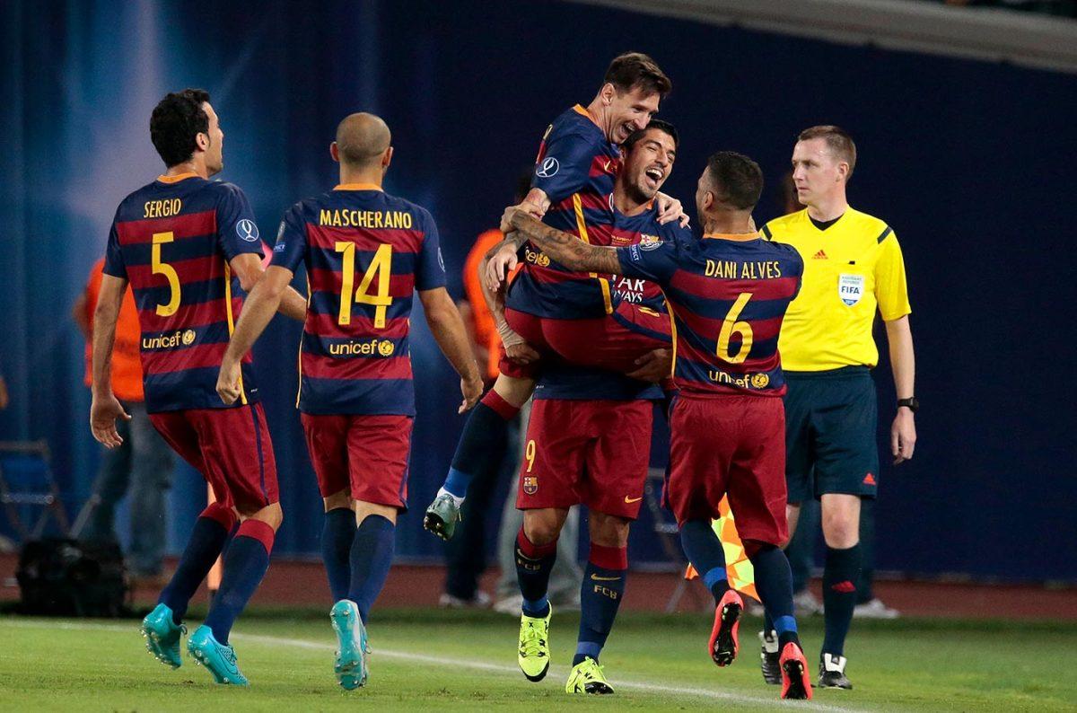 2015-Barcelona-Lionel-Messi-Luis-Suarez.jpg