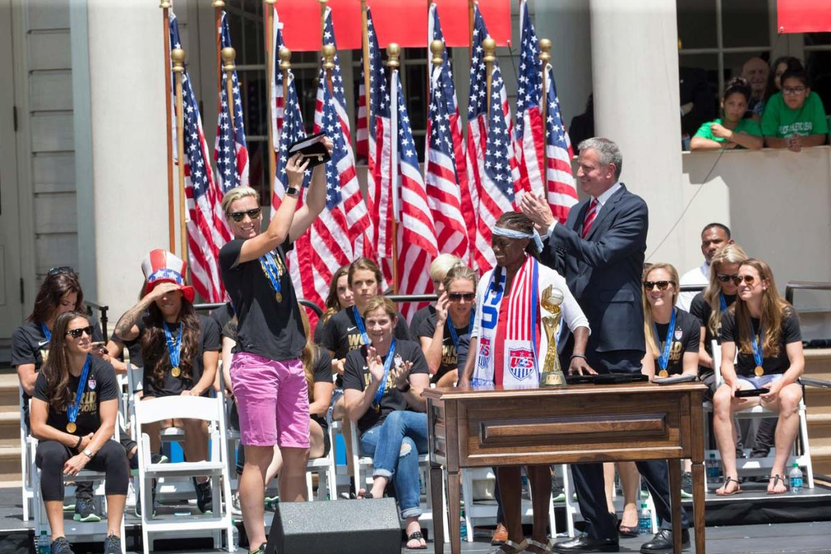 USWNT-parade-NYC-X159775_TK1_024.jpg