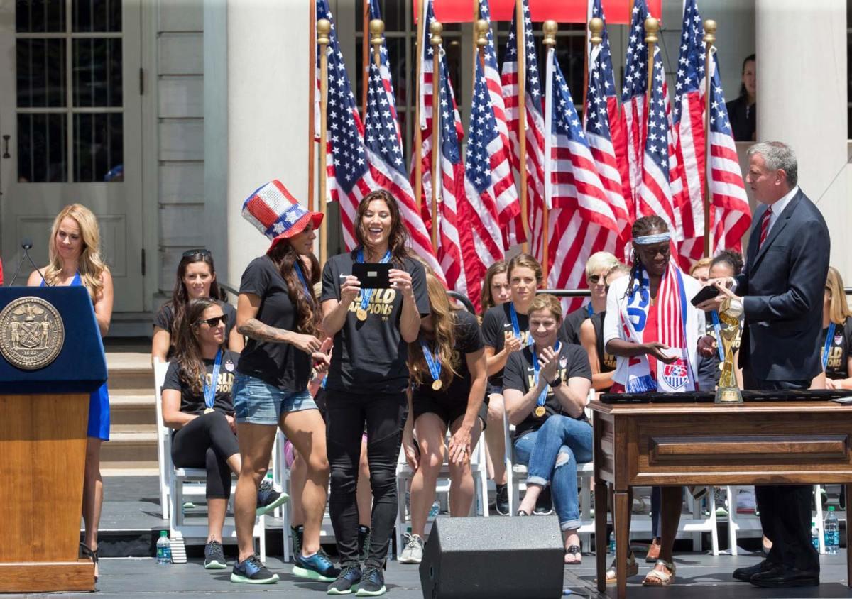 USWNT-parade-NYC-X159775_TK1_020.jpg