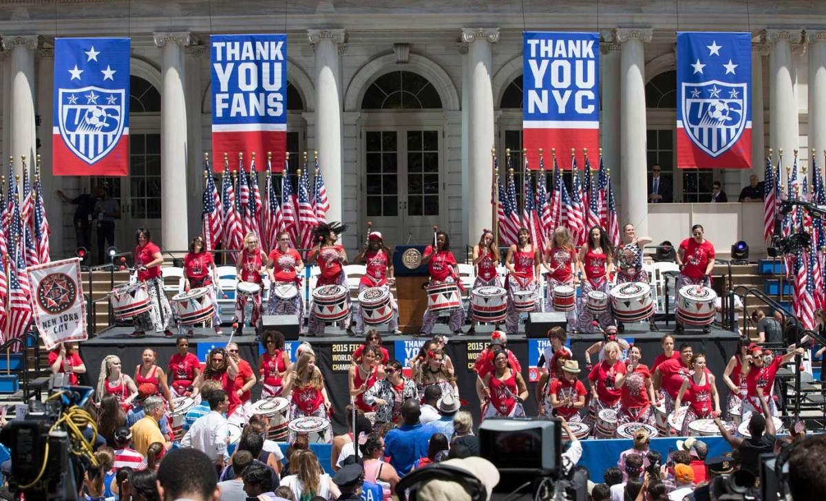 USWNT-parade-NYC-X159775_TK1_007.jpg