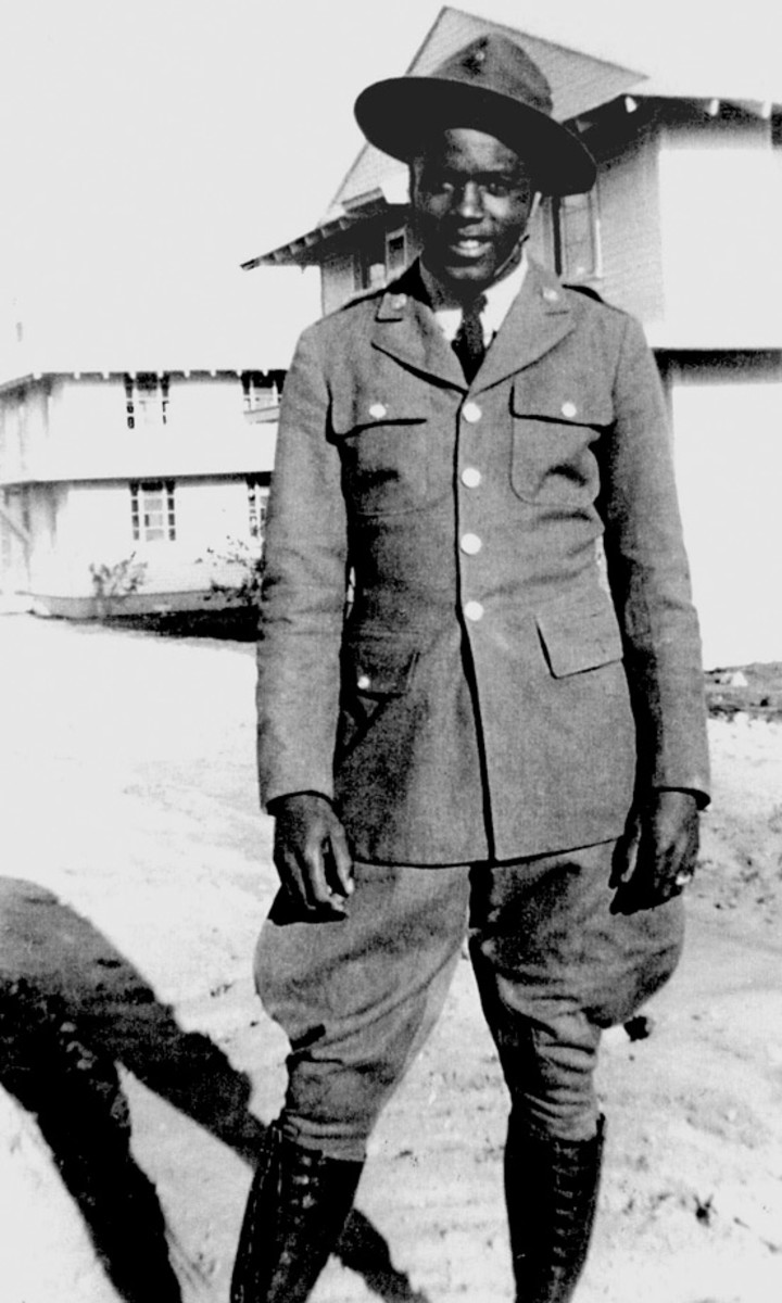 Jackie-Robinson-military-Black-Panthers-761st-Tank-Battalion_0.jpg
