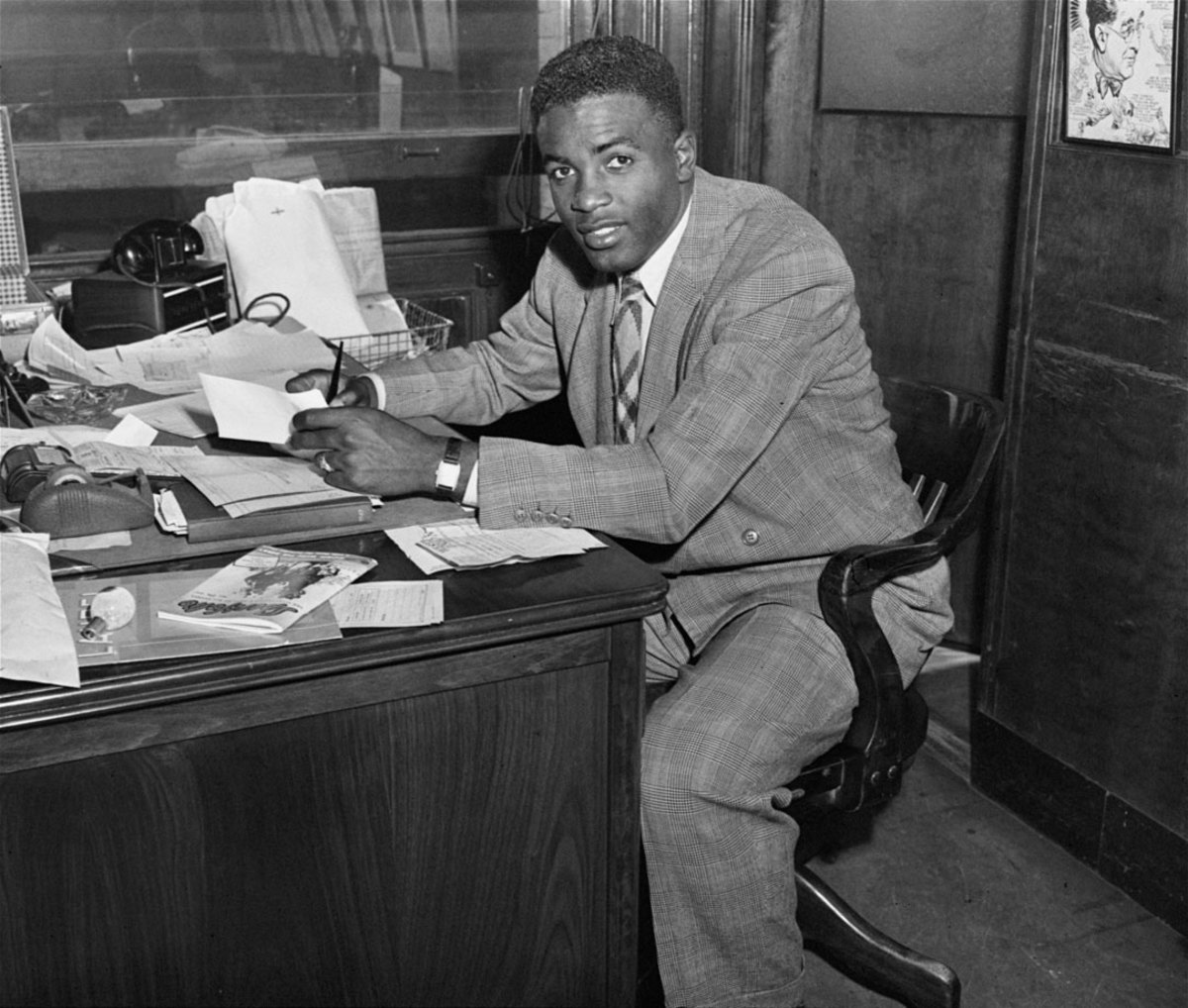 1947-Jackie-Robinson-contract.jpg