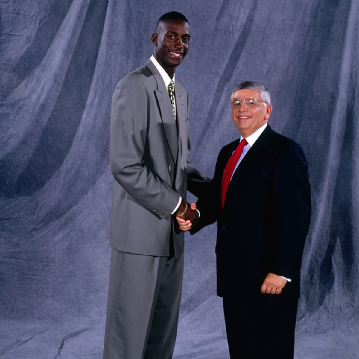 Kevin Garnett and David Stern (1995) :: Getty Images