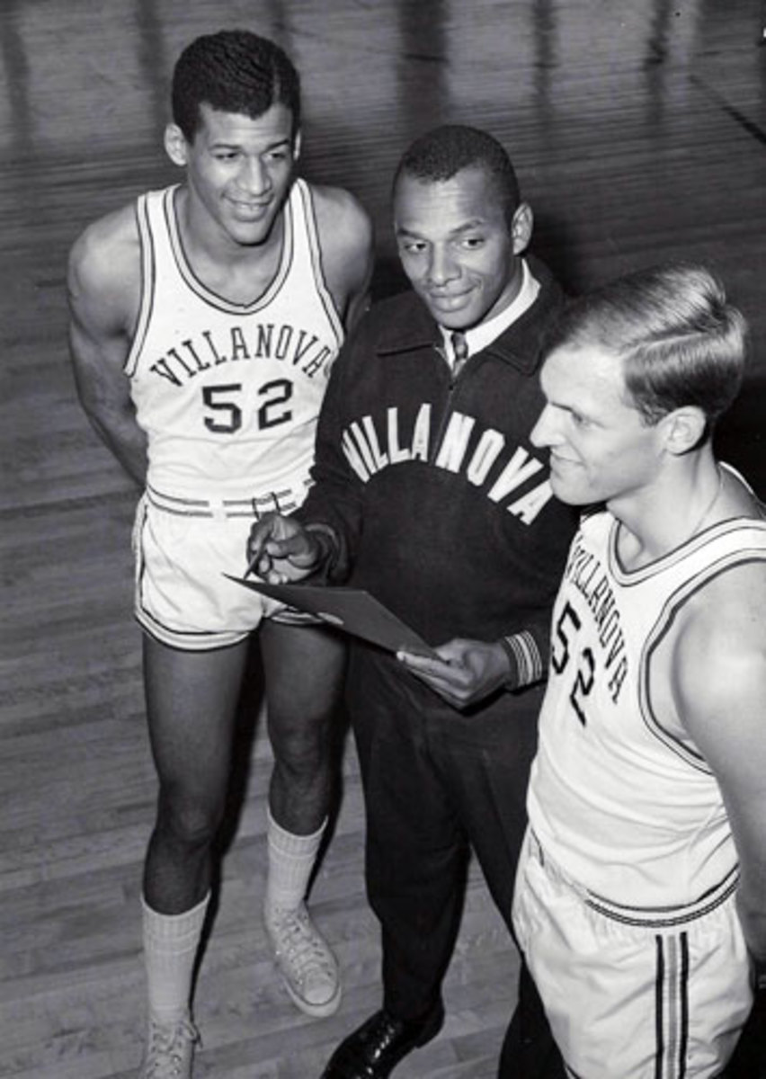After graduating from Villanova in 1960, Raveling helped recruit talented players for the Wildcats.