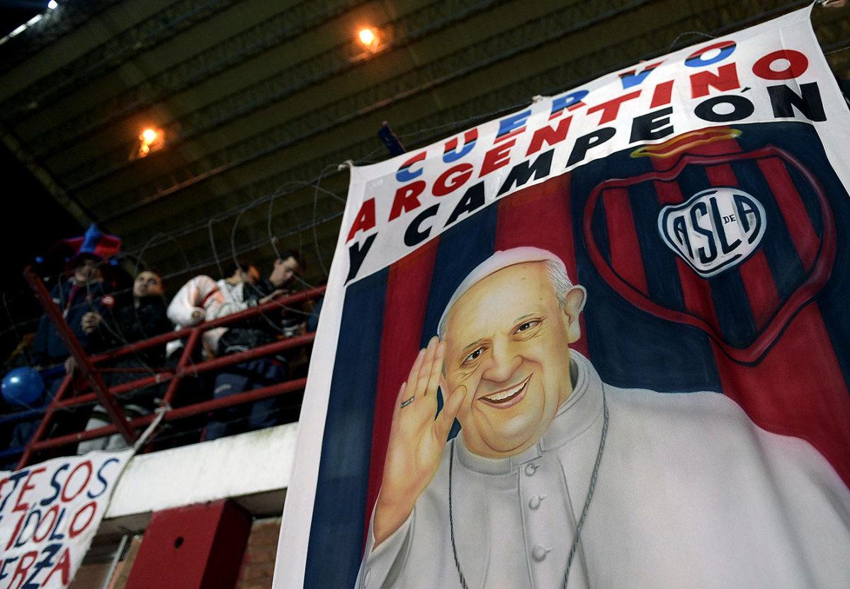 2014-0813-San-Lorenzo-fans-Pope-Francis-flag.jpg