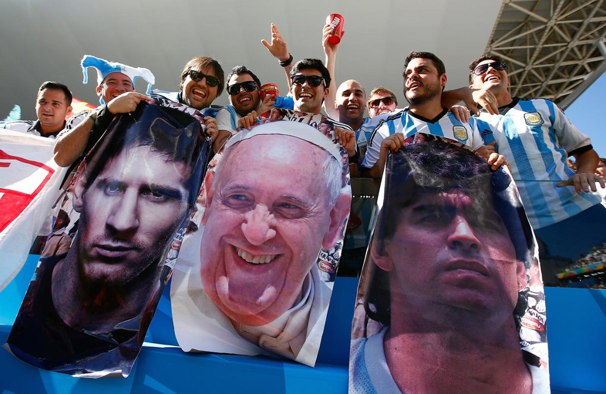 2014-0701-Argentina-fans-Lionel-Messi-Pope-Francis-Diego-Maradona-posters.jpg