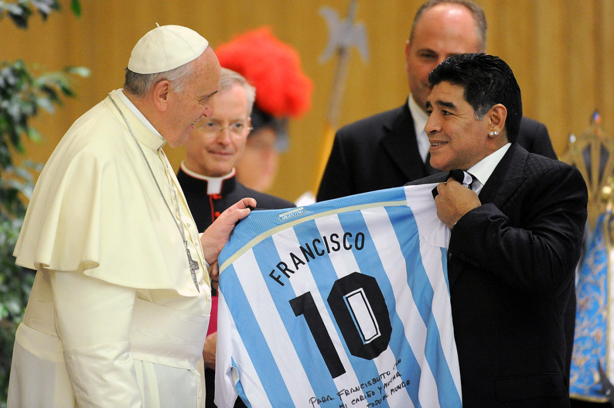 2014-0901-Pope-Francis-Diego-Maradona.jpg