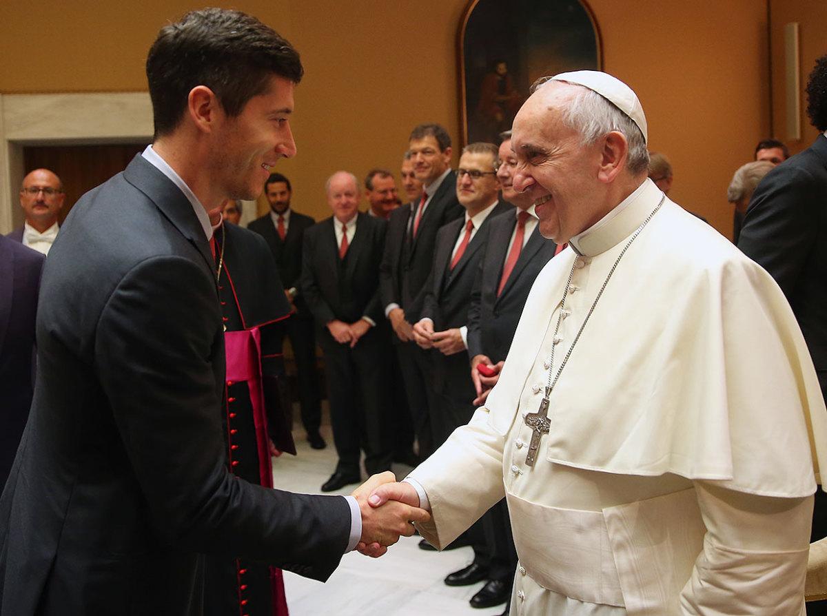 2014-1022-Robert-Lewandowski-Pope-Francis.jpg