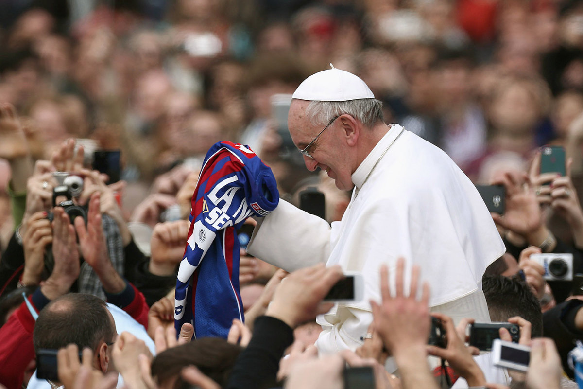 2013-0331-Pope-Francis-San-Lorenso-jersey.jpg