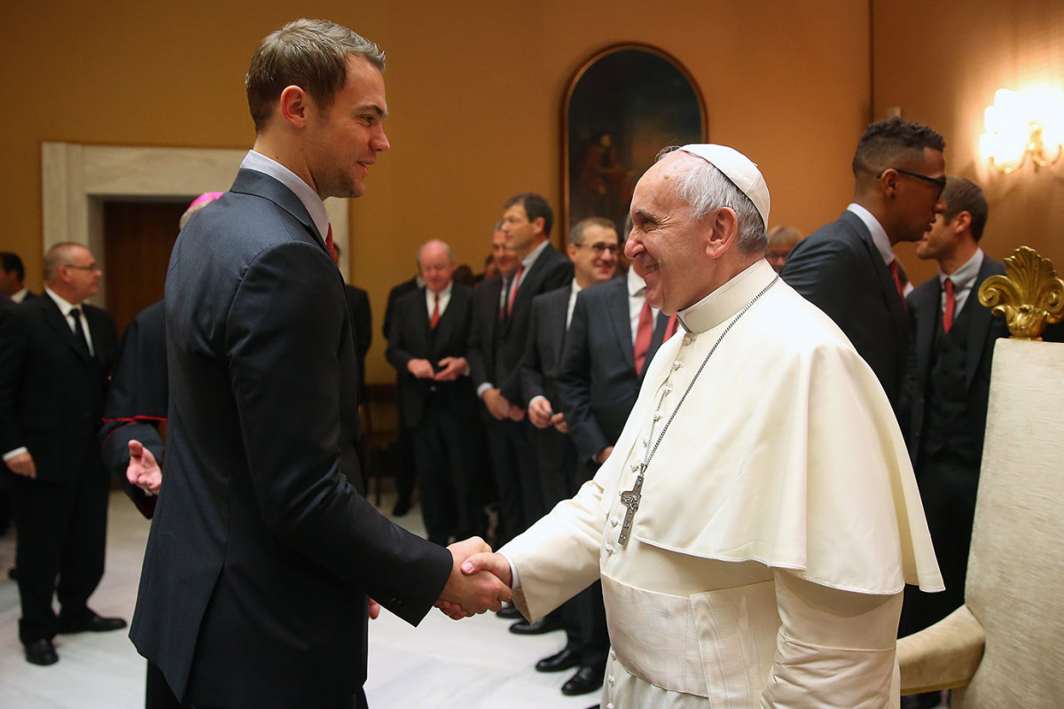 2014-1022-Manuel-Neuer-Pope-Francis-GettyImages-457643492.jpg