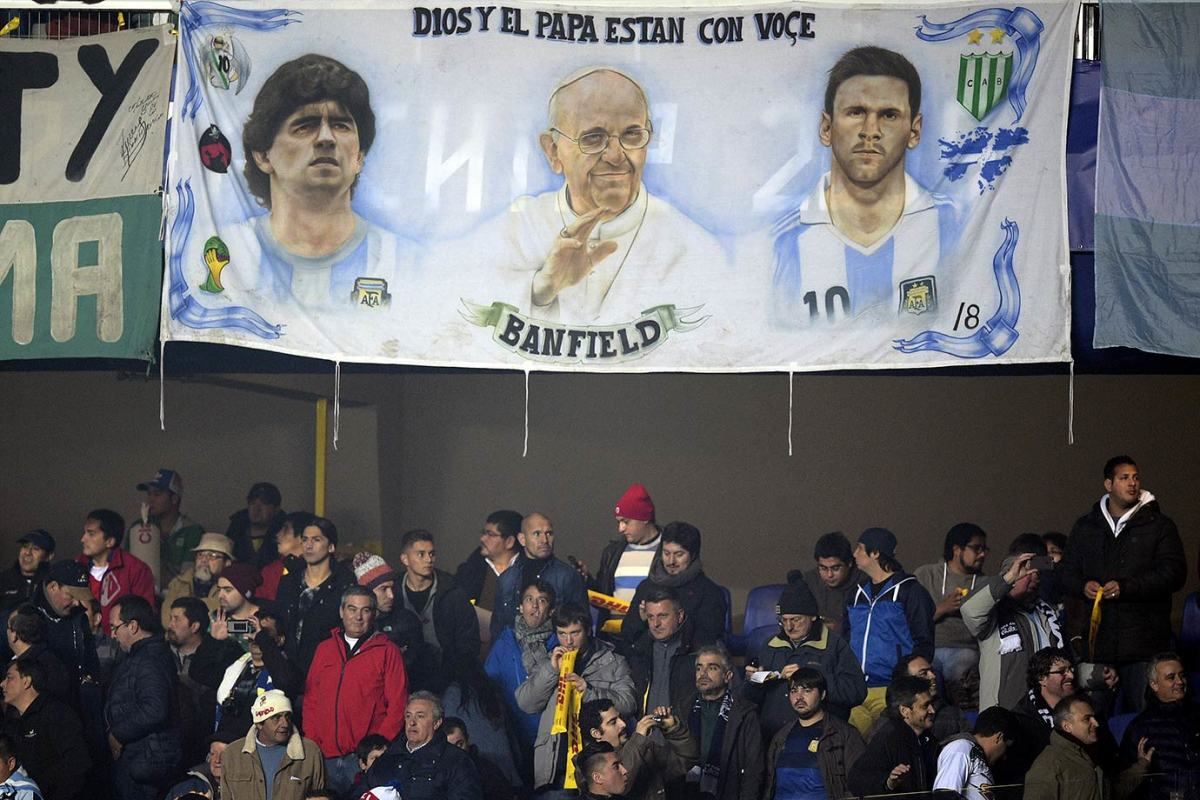 2015-0630-Argentina-fans-Diego-Maradona-Pope-Francis-Lionel-Messi-banner.jpg
