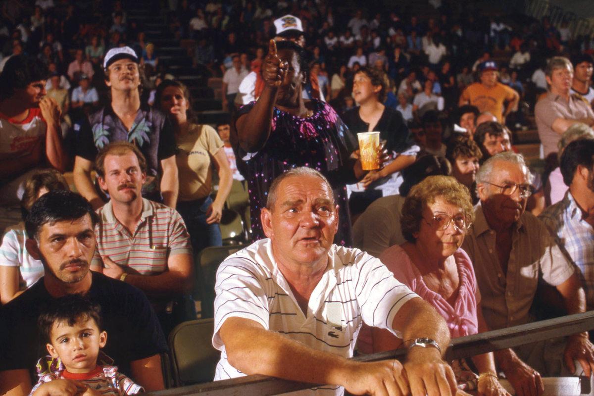 wrestling-fans-080061676.jpg