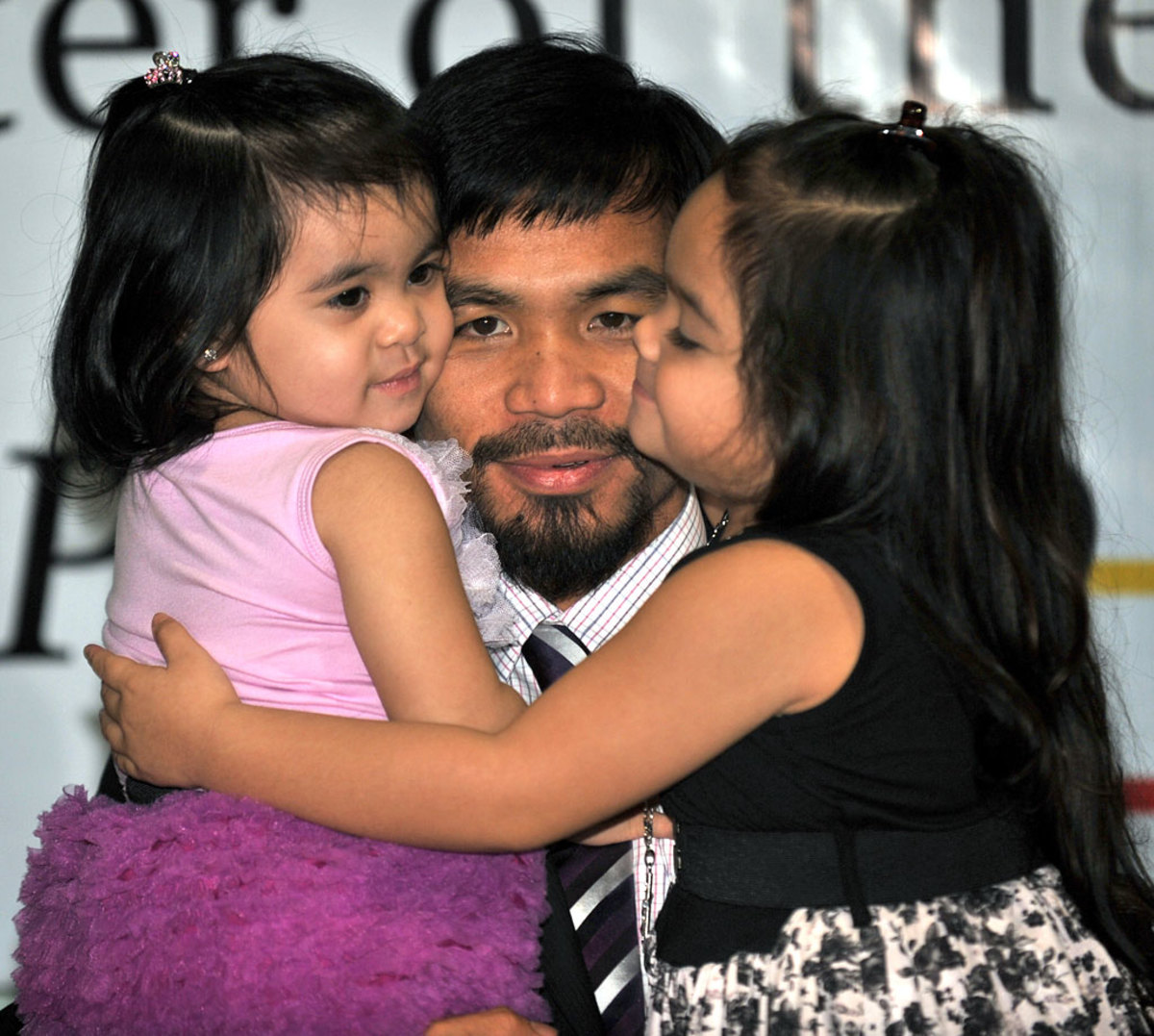 Manny-Pacquiao-daughters-Mary-Divine-Grace-Queen-Elizabeth.jpg