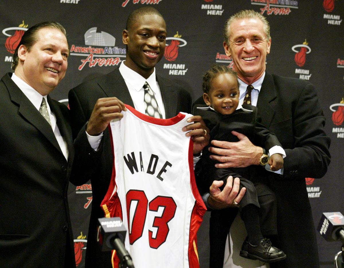 Dwyane-Wade-son-Zaire-Pat-Riley.jpg