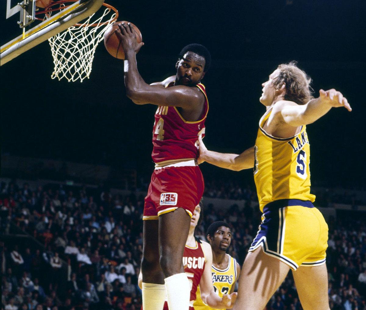 1981-Moses-Malone-Mark-Landsberger-080100596.jpg